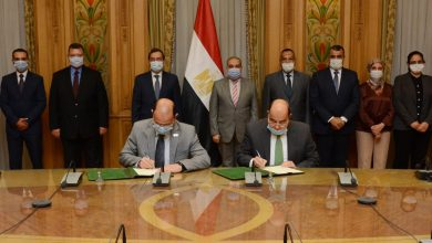 صورة وزيرا البترول و الإنتاج الحربي يشهدان توقيع بروتوكول في مجال التصنيع و الدعم الفني