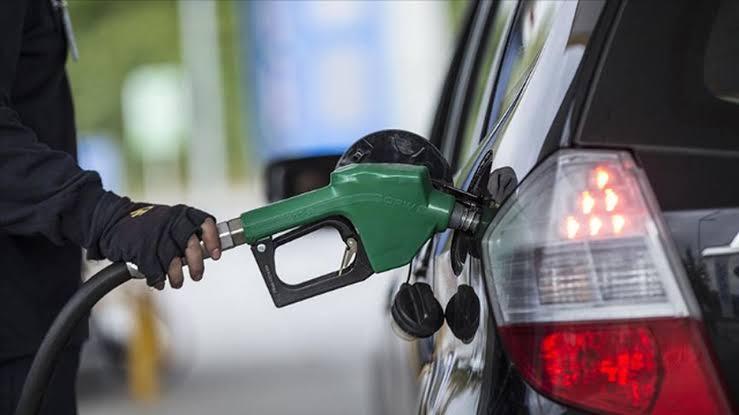 """""""وزير البترول"""" يُكلف بالمرور بشكل مفاجئ على محطات الوقود"""