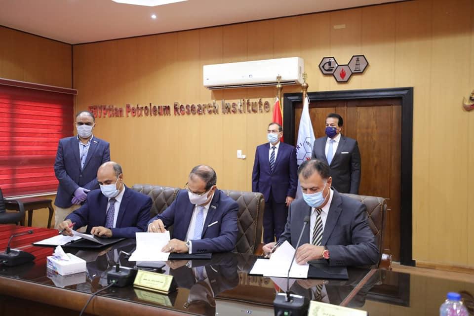 توقيع بروتوكول تعاون بين هيئة البترول و معهد بحوث البترول و جامعة القاهرة الجديدة