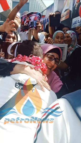 فرحة والدة محمود صبري باستقباله بفضية طوكيو