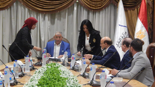 لحظة توقيع الاتفاقية