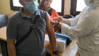 تطعيم العاملين بمنطقتي العمرانية والهرم